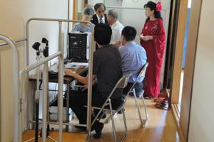 平成24年度 高崎地区敬老会 音響さんは廊下が仕事場です。